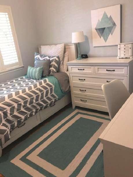 24 – Decoração de quarto simples em tons de verde. Fonte: Teen Room Ideas