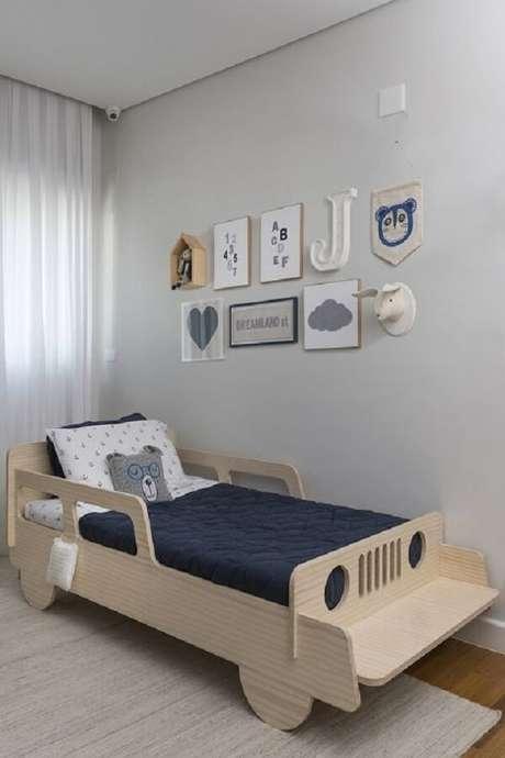 25 – Decoração de quarto simples para menino com quadros. Fonte: Revista Viva Decora