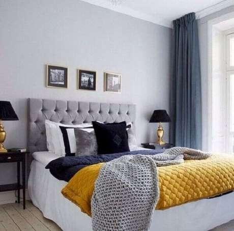 46 – Decoração para quarto simples de casal em tons cinza e amarelo. Fonte: My Walled Decoraciones