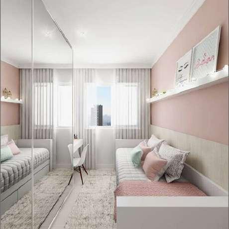 61 – Espelho no armário complementam a decoração do quarto simples de menina. Fonte: Tua Casa