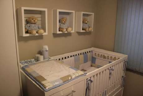 48 – Nichos são ótimos quando utilizados na decoração de quarto simples. Fonte: Adriano Minato
