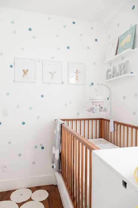 30 – Prateleira branca compõem a decoração do quarto simples de bebê. Fonte: Revista Viva Decora