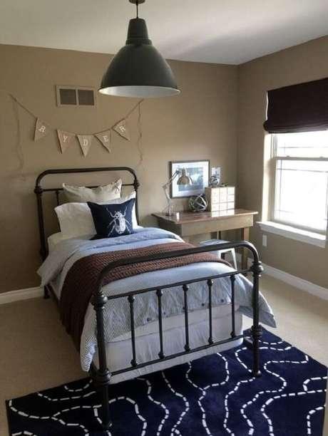 67 – Utilize bandeirinhas na decoração de quarto simples. Fonte: Futurist Architecture