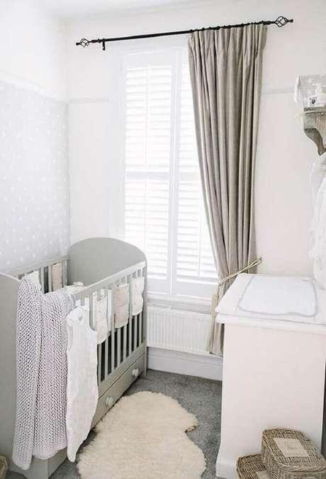 35 – Utilize tons neutros na decoração de quarto simples de bebê. Fonte: Home Decoo