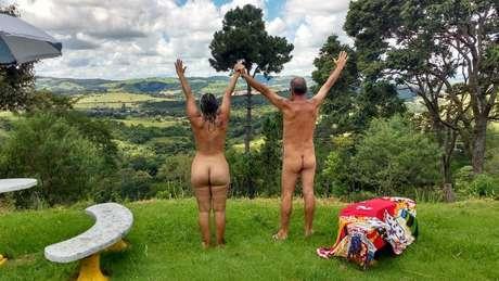 Gislaine e Douglas vão se casar nus no interior de São Paulo: 'Por que não celebrar uma data importante com as pessoas que gostamos, com um estilo de vida que também nos encanta?'