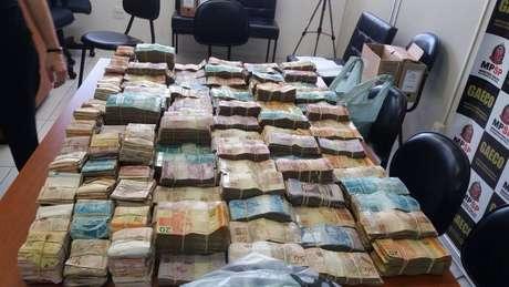 Dinheiro foi apreendido durante operação contra integrantes do PCC