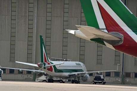 Aviões da Alitalia no aeroporto de Fiumicino, em Roma