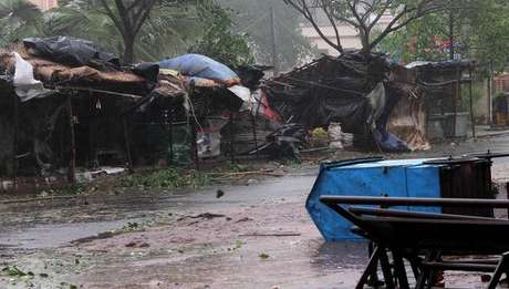 Ciclone atinge Índia e provoca a evacuação de 1,2 milhão