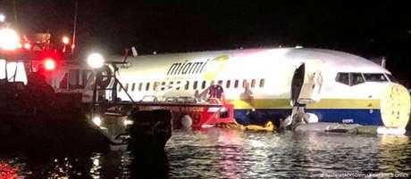 Boeing 737 não submergiu por falta de profundidade, informam autoridades
