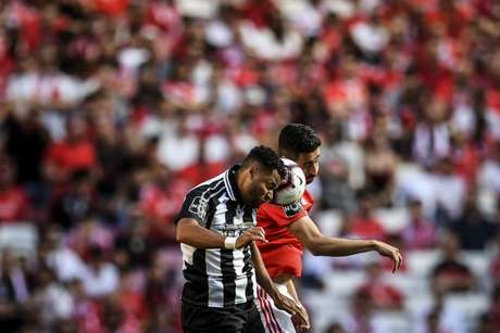 Benfica vence de virada e segue líder isolado Campeonato do Português (Foto: AFP)