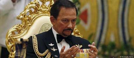 O sultão Hassanal Bolkiah, que governa o Brunei desde 1967 e é considerado um dos homens mais ricos do mundo