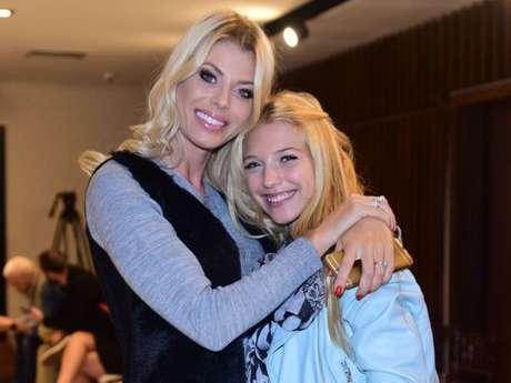 Isabelle, filha de Caroline Bittencourt, publicou em seu Instagram neste domingo, 5 de maio de 2019, um comunicado da família da modelo