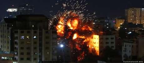 Ataque israelense destruiu prédio onde se localizava escritório de agência de notícias turca Anadolu