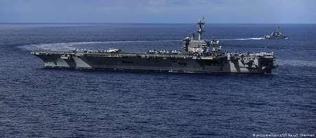 O porta-aviões USS Abraham Lincoln