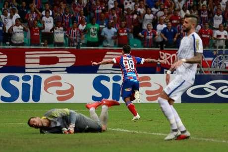 O Bahia venceu o Avaí por 1 a 0 em casa e segue em busca do G4