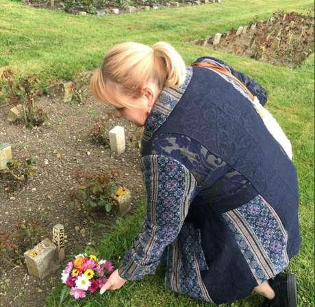 Uma análise detalhada dos registros ajudaram a identificar o lugar específico onde os restos de Merrick foram enterrados