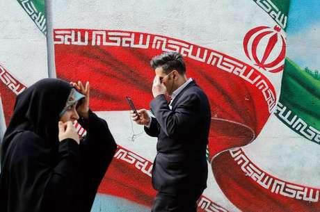 Em resposta aos EUA, Irã pode retomar parte de programa nuclear