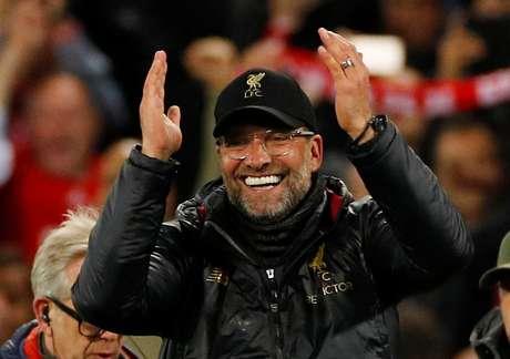 Klopp comemora vitória do Liverpool sobre o Barcelona
