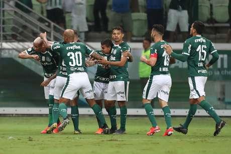 Deyverson, do Palmeiras, comemora após marcar gol em partida contra o Internacional, válida pela 3ª rodada do Campeonato Brasileiro 2019, no Allianz Parque