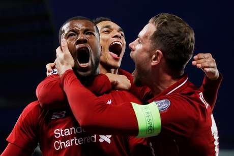 Wijnaldum comemora gol do Liverpool sobre o Barcelona em Anfield