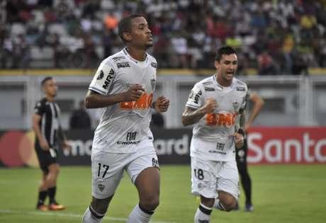 Alerrandro foi o responsável direto pela vitória e da conquista da vaga na Copa Sul-Americana- Juan BARRETO / AFP