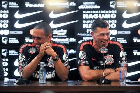 Marcelinho ao lado de Serginho Escadinha no Corinthians (Divulgação)