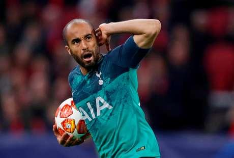 Lucas comemora gol pelo Tottenham