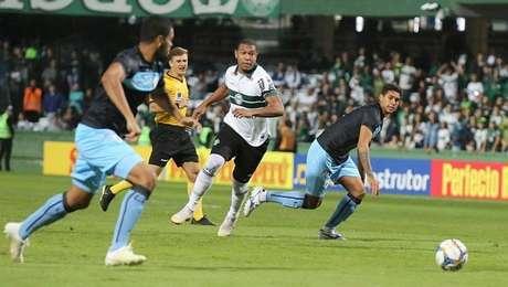 Rodrigão passou em branco no empate sem gols entre Coritiba e Londrina