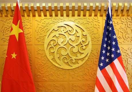 Bandeiras da China e dos EUA 27/04/2018 REUTERS/Jason Lee/File Photo