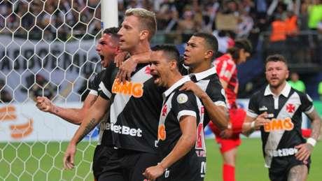 Vasco fez a melhor atuação do Brasileiro contra o Corinthians (Foto: SANDRO PEREIRA/PHOTO PREMIUM)