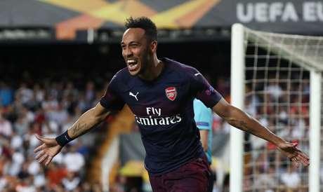 Aubameyang marcou três gols na vitória do Arsenal