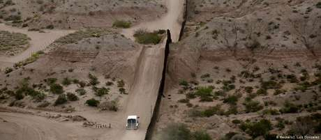 Recursos serão utilizados para a construção de cerca de 130 quilômetros do muro