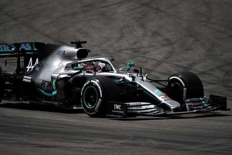 Hamilton lidera o último treino na Espanha; Leclerc em segundo
