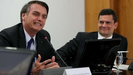Em 2018, Sergio Moro (à dir.) deixou cargo de juiz federal para se tornar ministro da Justiça do governo de Jair Bolsonaro (à esq.)