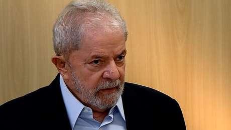 Lula concede entrevista na sede da Polícia Federal em Curitiba