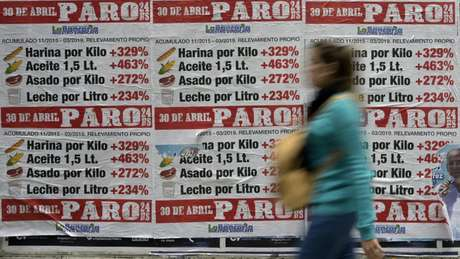 Com a crescente alta da inflação, os argentinos têm tido que dedicar cada vez mais tempo e paciência para encontrar produtos a preços razoáveis
