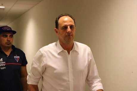 Rogério Ceni encara o São Paulo como técnico do Fortaleza pela primeira vez.