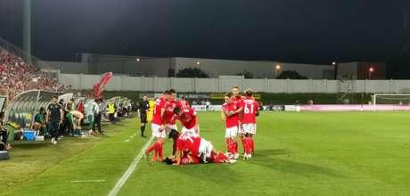 Benfica derrota o Rio Ave e se aproxima do título português (Foto: Reprodução / twitter)
