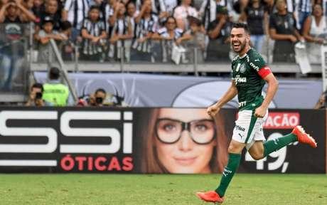 Bruno Henrique fez dois e deu a vitória ao Palmeiras, neste domingo (Foto: GUSTAVO RABELO PHOTOPRESS)
