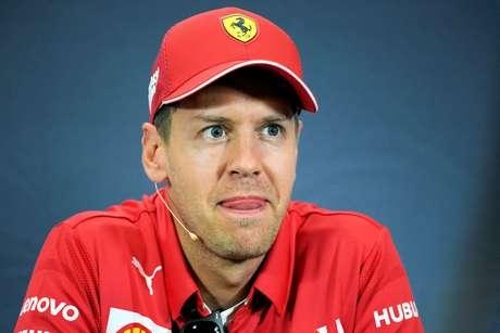 Vettel acha que fez um favor a Hamilton na primeira curva
