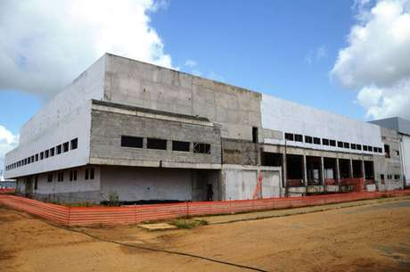 Um prédio em obras no complexo da Hemobrás em Goiana (PE), em 2015; segundo MP, resta apenas 20% para entrega de fábrica de derivados do sangue