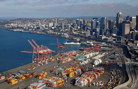 Containers no porto de Seattle, nos Estados Unidos  08/04/2019 REUTERS/Lindsey Wasson