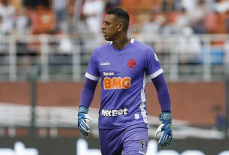 Sidão falhou no primeiro gol do Santos no Pacaembu, neste domingo (Foto: Ricardo Moreira/Fotoarena)