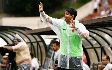 No último jogo sob o comando de Marcos Valadares, Vasco perdeu para o Santos (Foto: Luis Moura / WPP)