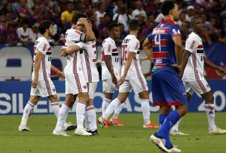 Hernanes comemora com Antony o gol da vitória do São Paulo contra o Fortaleza (Foto: LC Moreira/ Lancepress!)