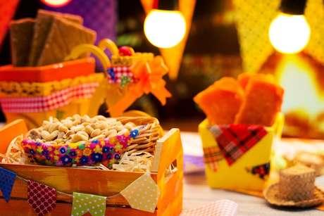 Saiba como fazer festa junina em casa com as dicas do TudoGostoso