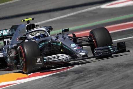 Testes da F1: Valtteri Bottas lidera manhã do 1º dia em Barcelona