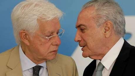 Temer foi preso pela primeira vez em março, em uma operação que também teve como alvo o ex-ministro Moreira Franco (esq.)