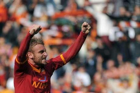 De Rossi é o segundo jogador que mais vestiu a camisa da Roma (Foto: Christophe Simon / AFP)