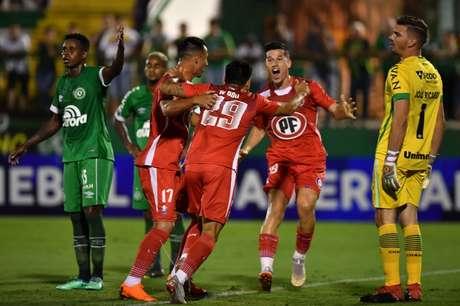 Os chilenos já eliminaram um brasileiro da Sul-Americana: a Chapecoense, na primeira fase do torneio- Foto: Divulgação/Conmebol